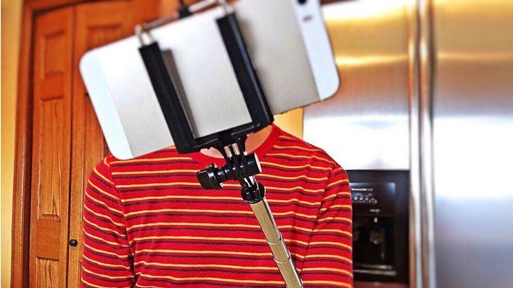 Persona haciéndose un selfie