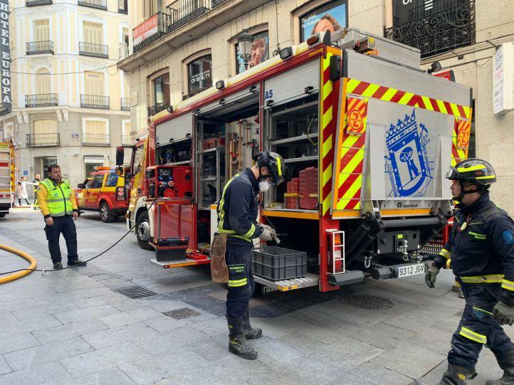 Una fallecida y cuatro intoxicados en un incendio en San Fermín