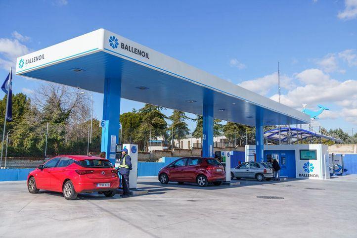 Las gasolineras automáticas bajan sus precios por la crisis del Covid-19