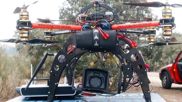 La Policía Municipal se hace con drones para pedir a los madrileños que vuelvan a sus casas