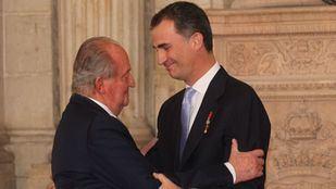 El Rey Felipe VI renuncia a la herencia de su padre y le retira la asignación