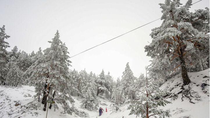 Alerta amarilla por nieve en la Sierra y bajadas de temperatura y lluvia en toda la Comunidad