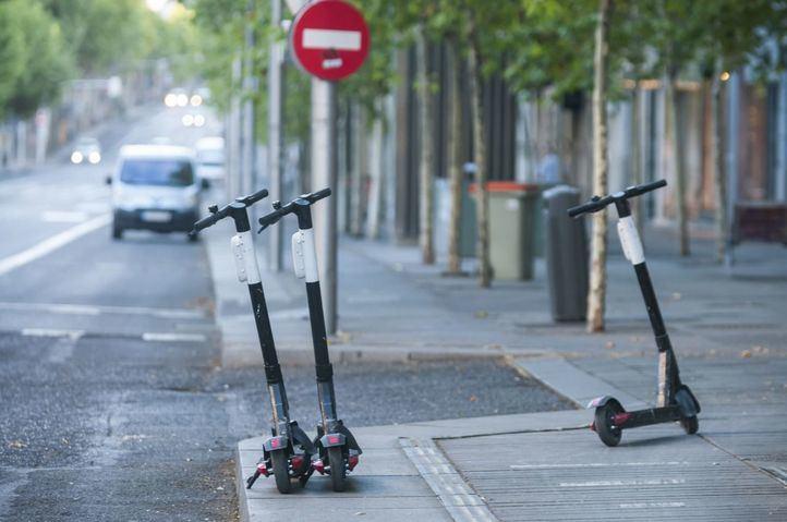 Madrid saca de las calles los patinetes y reduce los taxis