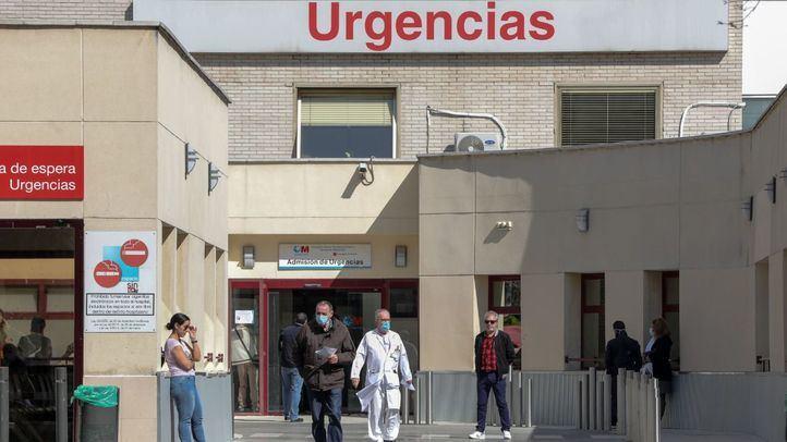 Área de Urgencias del Hospital Gregorio Marañón de Madrid con médicos usando mascarillas.