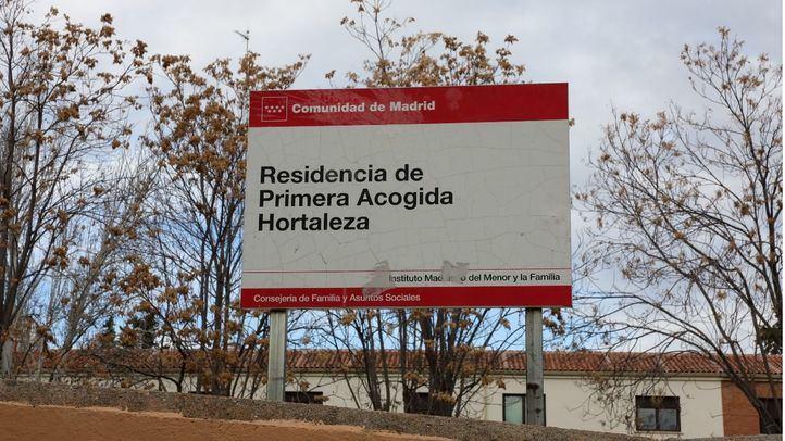 Vecinos denuncian que menores del centro de Hortaleza saltan las vallas y salen a la calle