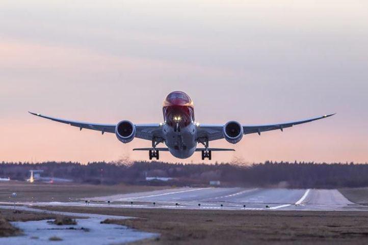 A partir de la medianoche se reducen al mínimo los vuelos diarios con Canarias
