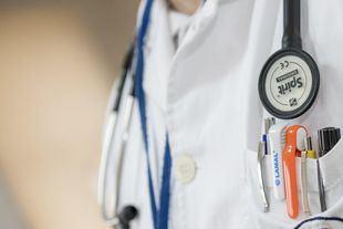 Madrid podrá incorporar ya a sanitarios jubilados y a estudiantes de Medicina y Enfermería