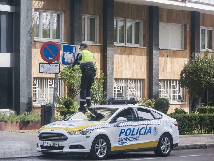 La Policía Municipal hace sonar sus sirenas en homenaje al personal sanitario