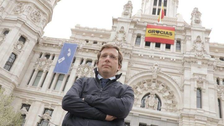 El Ayuntamiento de Madrid da las gracias a los ciudadanos desde la fachada de Cibeles