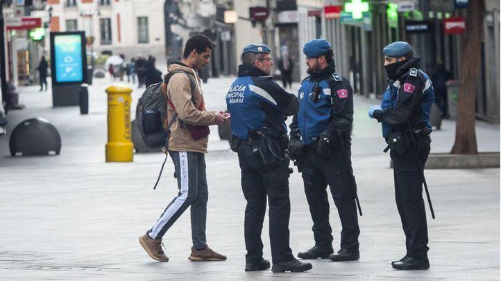Un hombre que 'cazaba Pokemon', entre los 664 multados el domingo en Madrid por incumplir las restricciones