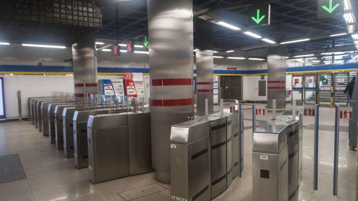 Metro ha registrado en la hora punta de este miércoles 36.489 viajeros, un 82% menos que en el ejercicio anterior.