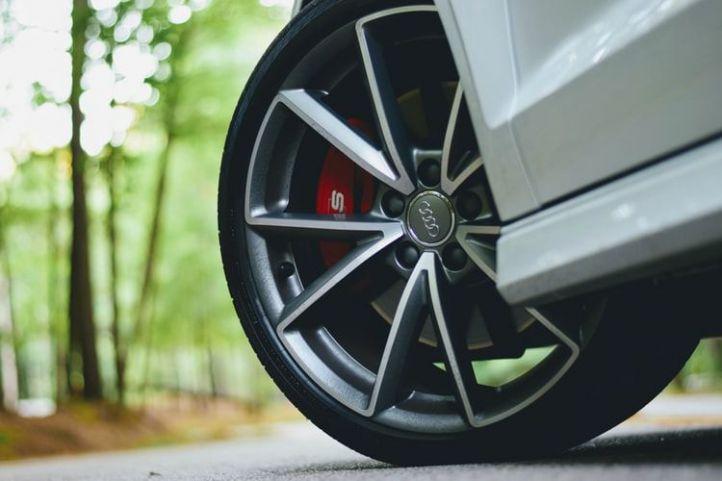6 buenas razones para comprar en línea los neumáticos para automóviles y motocicletas