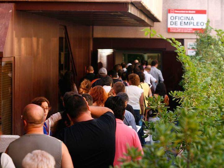 La Comunidad de Madrid tramita más de 20.000 ERTE con solo 15 funcionarios