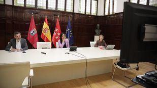 La vicealcaldesa de Madrid, Begoña Villacís, preside la Junta de Gobierno junto a los concejales Pepe Aniorte y Silvia Saavedra.