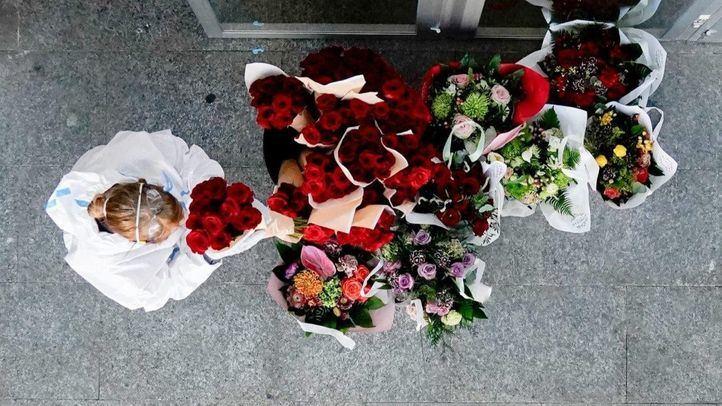Cerca de 3.000 flores para animar a los sanitarios en Ifema