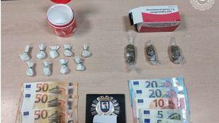 Droga y dinero incautado al detenido