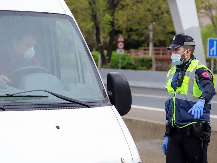 La Policía interpuso el domingo 384 multas y detuvo a 3 personas por saltarse las restricciones