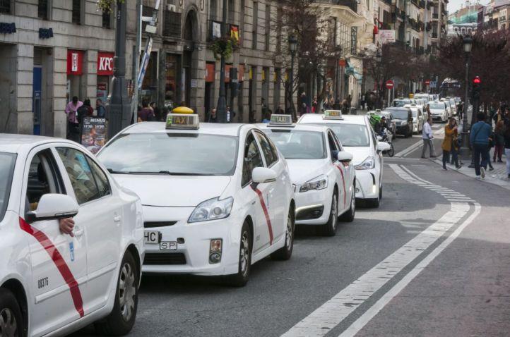 Taxis en el centro de Madrid.