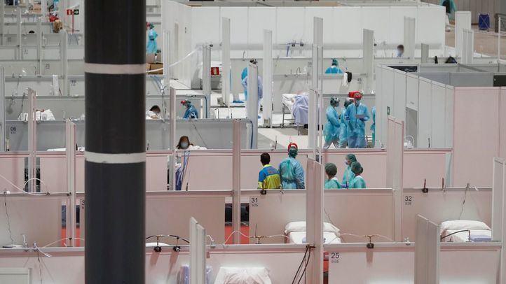 Sanitarios en el hospital habilitado en Ifema para atender a pacientes con coronavirus.