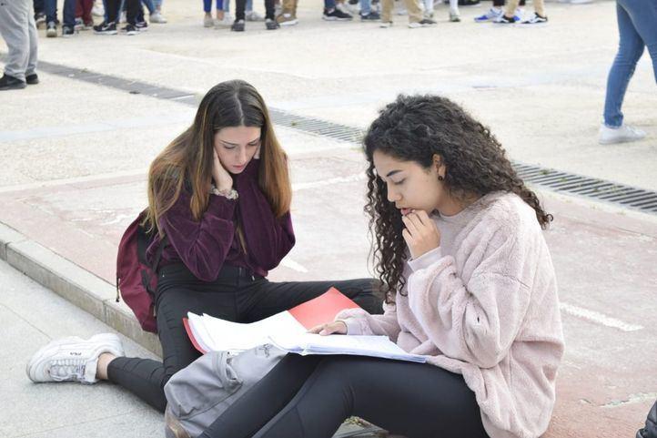 Los estudiantes se enfrentan a la EBAU más tarde de lo que esperaban