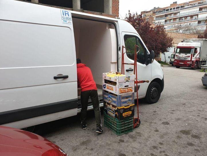 Mercados municipales donan fruta