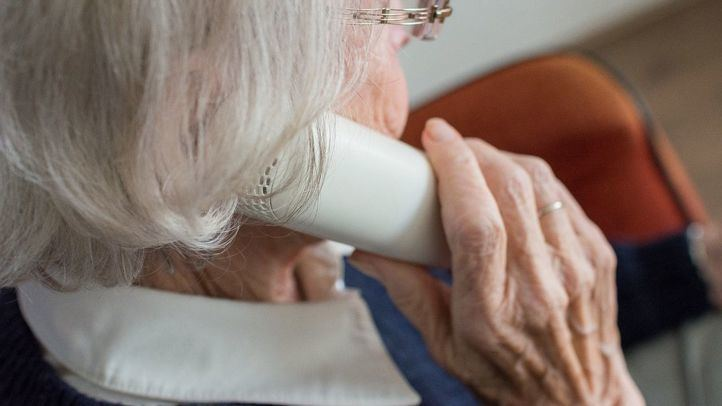 El teléfono gratuito de apoyo psicológico activado por la Comunidad recibe 2.163 llamadas en una semana