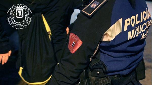 Agentes de la Policía Municipal detienen en Tetuán a un joven que intentó agredirles
