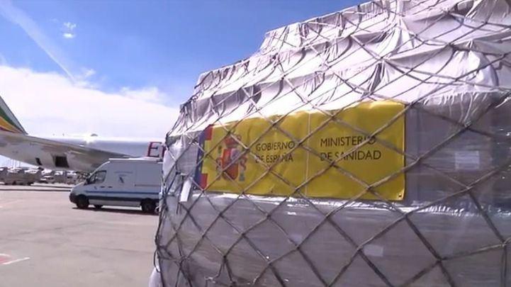 Aterrizan en Madrid dos aviones con más de 3'5 millones de unidades de material sanitario