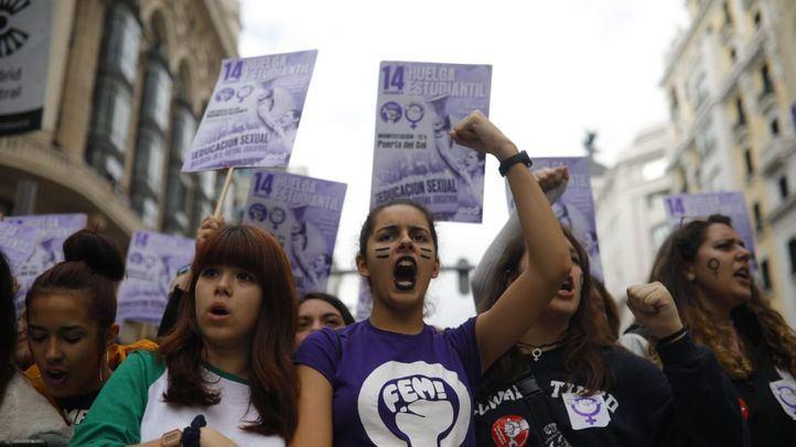 El PSOE propone colgar un listado con recursos contra la violencia machista en portales o farmacias