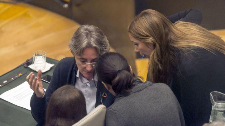 La portavoz de Más Madrid, Marta Higueras, junto a las ediles del PSOE Mar Espinar y Mercedes González.