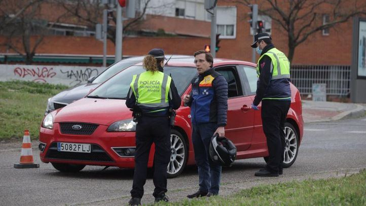Almeida supervisa un control policial para evitar desplazamientos indebidos