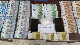 Dinero y cocaína incautados