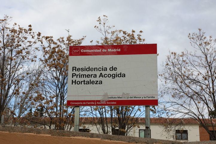 Cartel en la entrada del Centro de Menores de Hortaleza