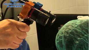 Estudio de dispositivo para ver el coronavirus.
