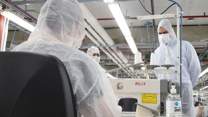 El Corte Inglés reconvierte su taller de costura de Madrid para confeccionar mascarillas de protección