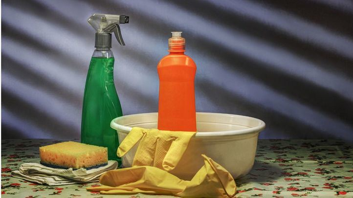 ¿Cómo hacer una preparación de lejía para desinfectar superficies?