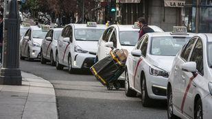 Taxistas denuncian a Cabify al considerar competencia desleal su servicio de envíos
