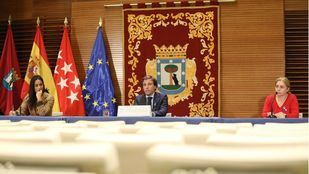Madrid creará centros para mayores en soledad y reabrirá una oficina de servicios sociales por distrito