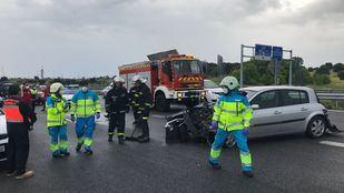 Un vehículo atropella y deja heridos a un empleado de mantenimiento y un guardia civil en la M-503