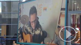Música para alegrar a sanitarios y pacientes en Ifema