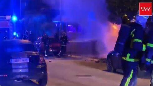 Los Bomberos controlan con éxito un incendio en un chalet de Coslada