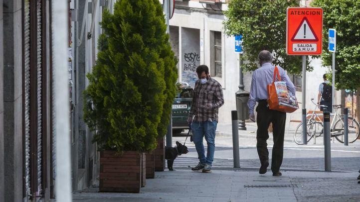 Gente paseando en La Latina