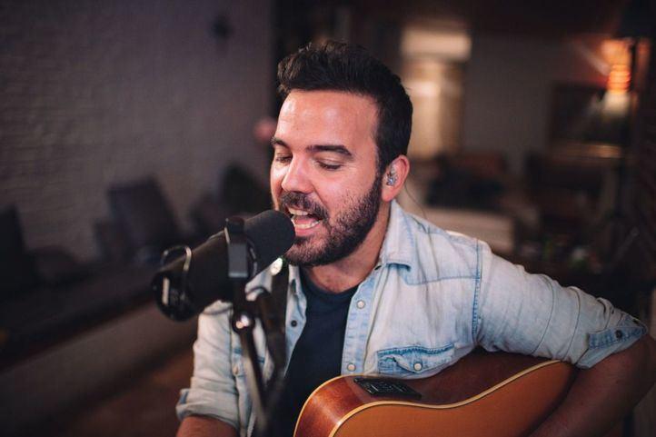 Juan Zelada nos canta 'Todo el dolor' pero con mucho amor detrás