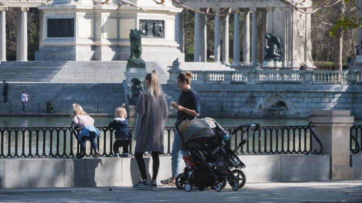 Los menores de 14 años podrán salir a dar paseos, tras la rectificación del Gobierno
