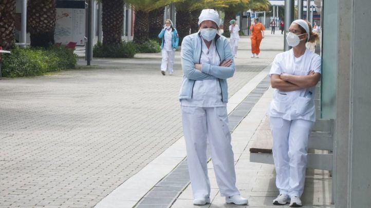 Sanitarios en el hospital de Ifema.