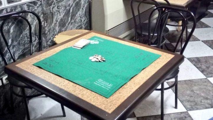 Denunciados el propietario de un bar y tres clientes por jugar al mus en San Martín de la Vega