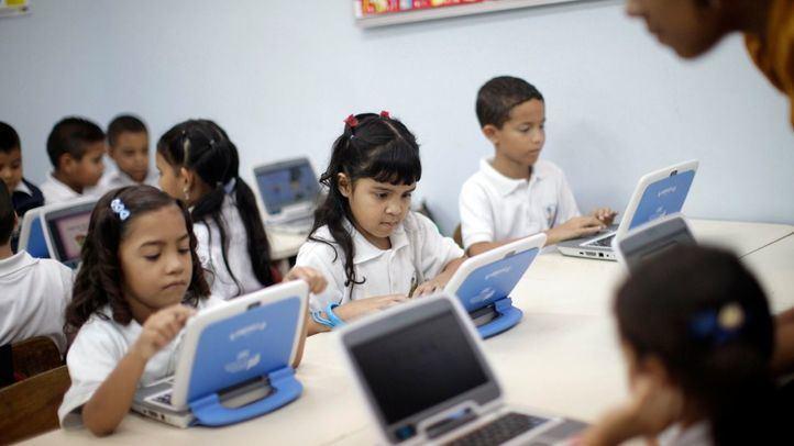 La Comunidad adquiere 3.500 tablets y tarjetas de conexión a Internet para los alumnos sin medios tecnológicos