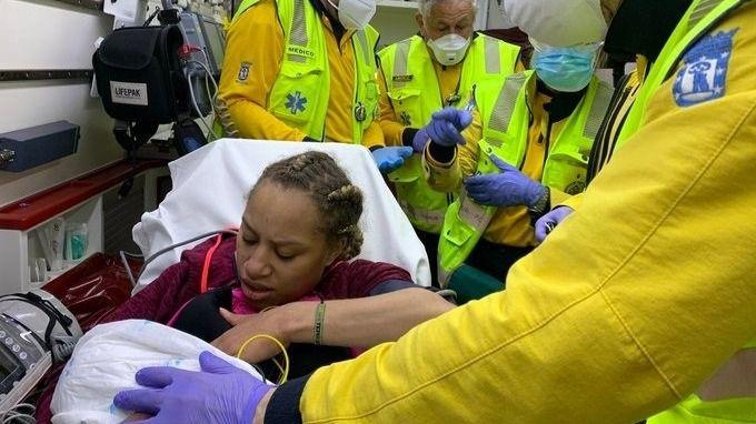 Nace una niña en buen estado de salud en una calle de Vallecas