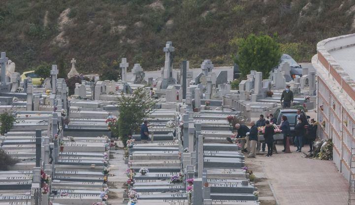 La espera para enterramientos e incineraciones en Madrid vuelve a