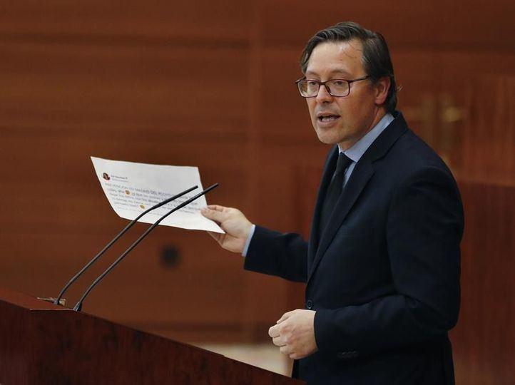 Alfonso Serrano durante el debate especial en la Asamblea de Madrid por la crisis del Covid-19